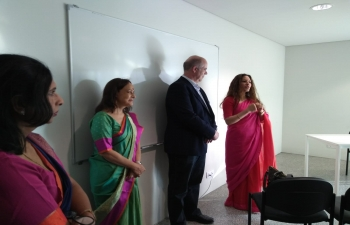 Ambassador interacts with Portuguese and visiting Indian students (28.05.2018)