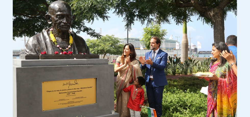 Installation of the first-ever bust of Mahatma Gandhi in Madeira (05.09.2019)