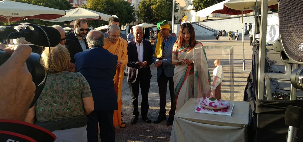 Semana Gandhi- Starting a week-long celebration on Gandhi by paying floral tribute in an event organized by Casa da India (28.09.2019)