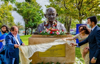 Inaugaration of Gandhi Bust in Albufeira by H.E Jose Carlos Rolos- Mayor of Albufeira and Ambassador K Nandini Singla. ( 02.10.2020)